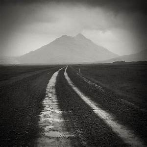 White And Black : black and white analog photographs explore the serenity of long meandering roads colossal ~ Medecine-chirurgie-esthetiques.com Avis de Voitures