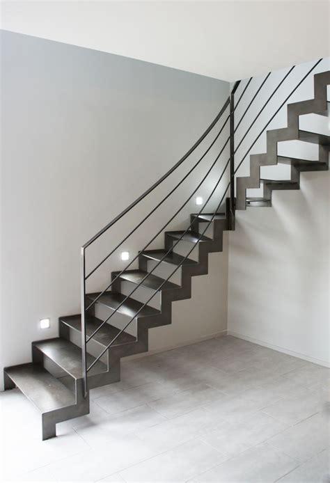 escalier un quart tournant avec limon cr 233 maill 232 re et marche ultra en acier de 10 mm