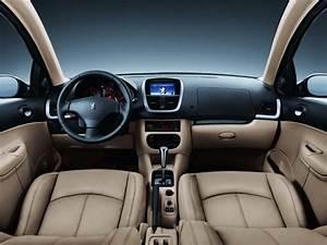 Peugeot 207 Passion  Sedan  - Autos Y Motos