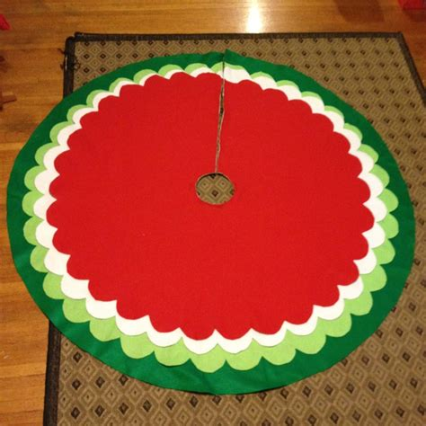 how to make a scalloped tree skirt 1000 images about tree skirt ideas on trees tree skirts and skirts
