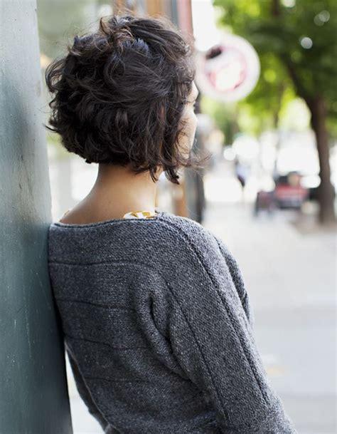 coiffure cheveux bouclés court coiffure cheveux fris 233 s courts cheveux fris 233 s nos plus jolies id 233 es pour les coiffer