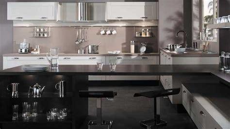 cuisine taupe et noir le noir s installe dans la cuisine