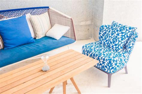 une chaise vide resume table et chaise vide télécharger des photos gratuitement