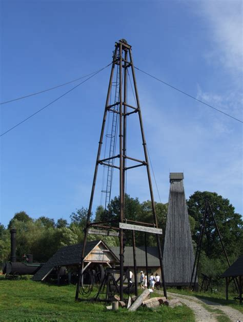 File:Skansen in Sanok - oil drilling rig.JPG - Wikimedia ...