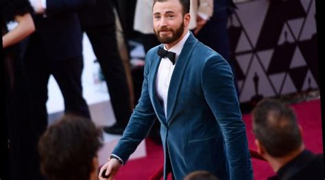 Chris Evans' 'Knives Out' Co-Star Thinks the Captain ...