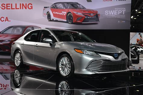 hybrid autos 2018 2018 toyota camry hybrid two different battery packs