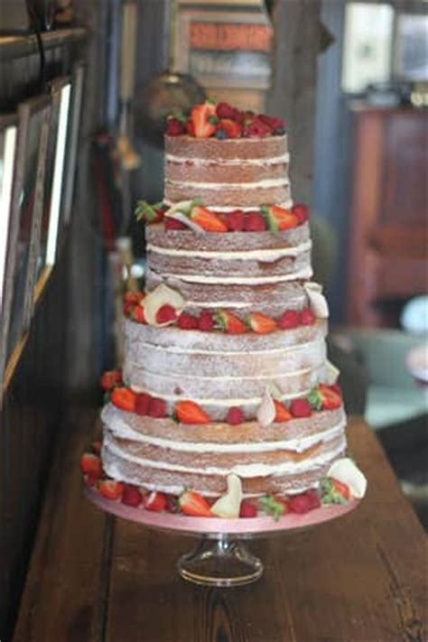vintage berry naked cake le papillon patisserie