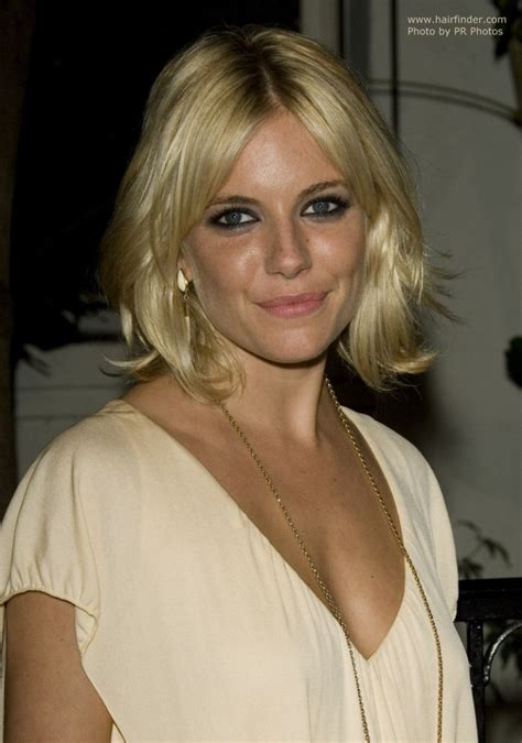 sienna miller  foiled blonde hair cut   layered style