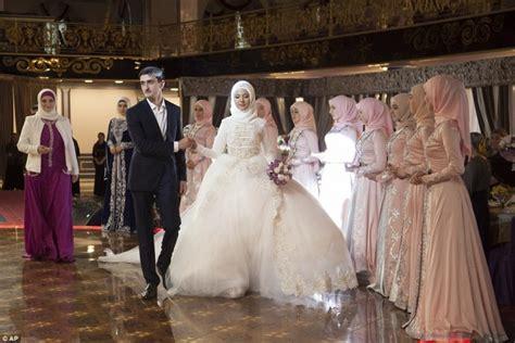 les traditions etonnantes dun mariage tchetchene