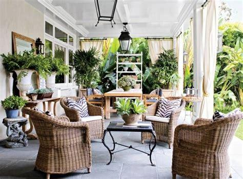 pflanzen für terrasse terrassen ideen im traditionellen stil mit korbm 246 beln und vielen pflanzen balkonideen in 2019