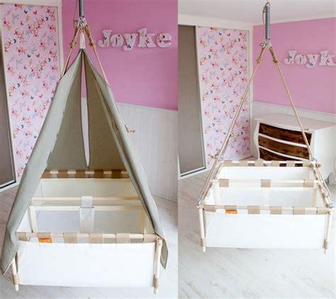 idée déco chambre bébé mixte berceau suspendu pour jumeaux jumeaux co le site des parents de jumeaux et plus grossesse
