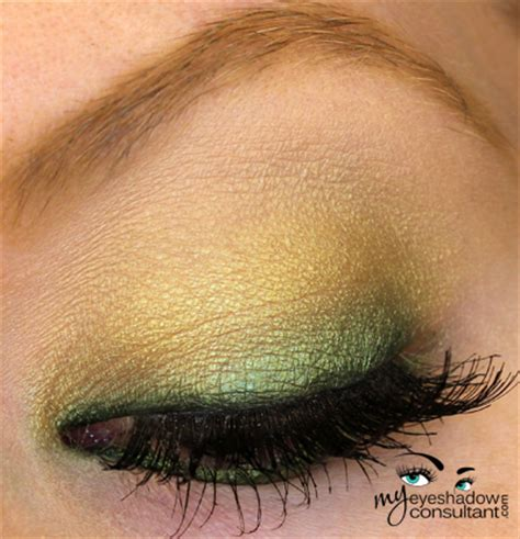 spotlight  mac bottle green  eyeshadow consultant