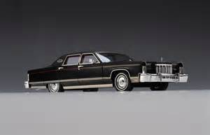 LUXURY Lincoln Town Car 2011 (Black) (1/43 scale model)