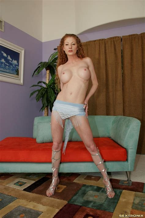 Annie Body Picture Likes Having Her Muff Pumped 1 Of 1