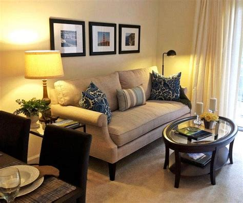 warna cat ruang tamu kecil minimalis  terlihat luas