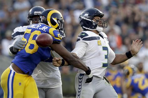 rams  late defensive stand hold  seahawks
