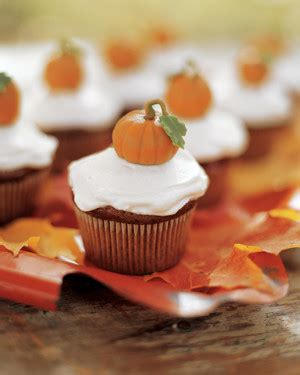 cute thanksgiving desserts  guests  gobble