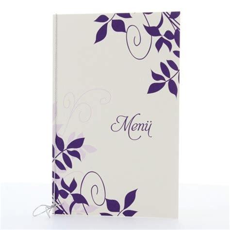 schoene menuekarte mit violetten ornamenten