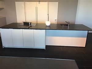 Granit Arbeitsplatte Küche Preis : sonstige musterk che wei e k che mit granit arbeitsplatte ~ Michelbontemps.com Haus und Dekorationen