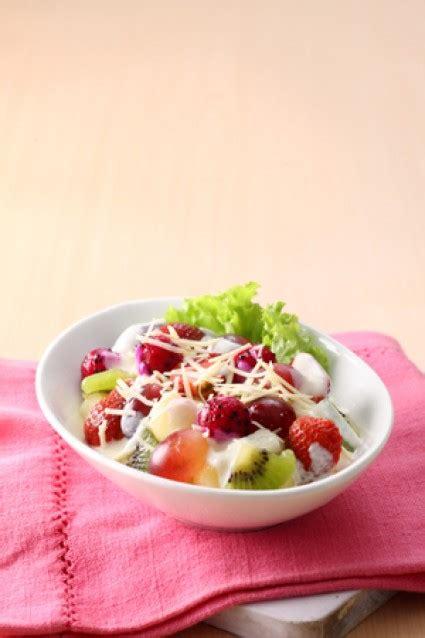 resep dessert  membuat salad buah saus yoghurt susu segar