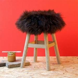 Tabouret A Poils : housse de tabouret peau de mouton fab design poils courts noirs retrouver sur http ~ Teatrodelosmanantiales.com Idées de Décoration