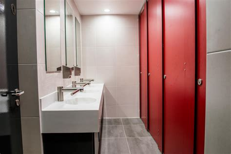 washroom refurbishment cubicle systems