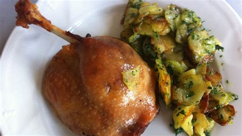 cuisiner un canard cuisses de confit de canard pommes de terre salardaises