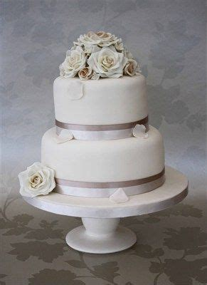 classic  tier wedding cake perfect   small wedding