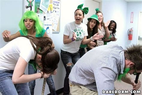 Chk Out These Hot College Teens Fucking In A Irish Italian