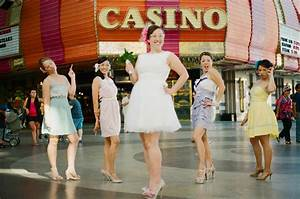 A simple retro las vegas wedding nicole jamie rock for Las vegas themed weddings