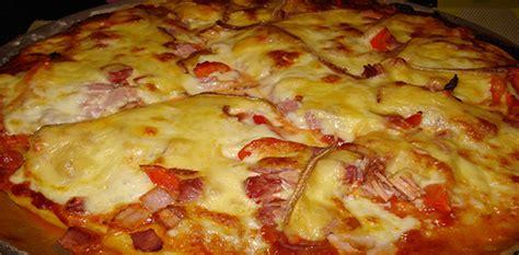 cuisiner blanc de poulet recette pizza au fromages facile à l 39 italienne