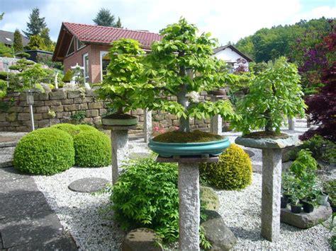 Bonsai Im Garten Bonsai Im Garten Ein Hauch Von Fernost