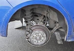 Changement Pneu Voiture : changement saisonnier de pneu image stock image du garniture saisonnier 63961775 ~ Medecine-chirurgie-esthetiques.com Avis de Voitures