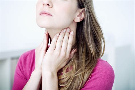 Hausmittel gegen Halsschmerzen  5 Tipps & Tricks