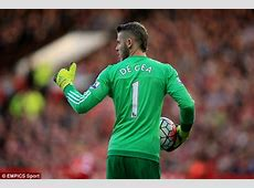 David de Gea greeted by happy Manchester United fans on