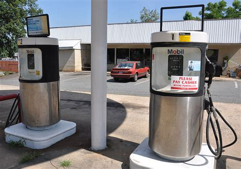 North Carolina Icebox & Modern Gas Stations