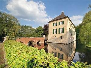 Malerische Historische Wasserburg In Gelsenkirchen Mieten