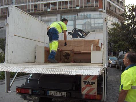 recogida de muebles el ayuntamiento refuerza el servicio de recogida de