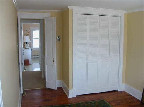 Louvered Sliding Closet Doors by Free Interior Louvered Closet Door With Mandrinhomes