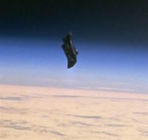 Alien Satellite, black knight orbiting earth | Strange ...
