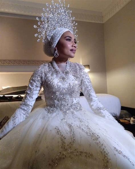 yuna zarai channels goddess vibes   malaysian garden wedding