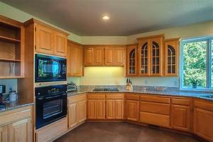 Kitchen paint colors with oak cabinets gosiadesigncom for Kitchen colors with white cabinets with wall metal art contemporary