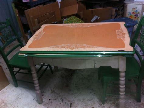 GREEN ENAMEL TABLE WOOD LEGS 1950s RETRO KITCHEN TABLE