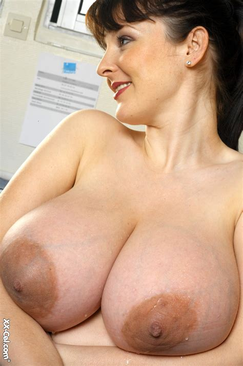 Lorna Morgans Huge Tits And Brown Nipples At Busty Girls Blog