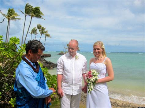 When A Dream Wedding In Hawaii Isn't All It's Cracked Up