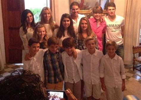 Rafael Nadal enjoys dinner with his young cousins
