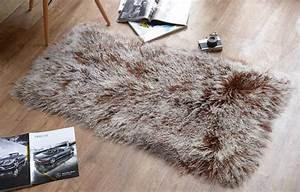 plaid fausse fourrure rokia decore mais pas que With tapis de yoga avec plaid canapé fausse fourrure