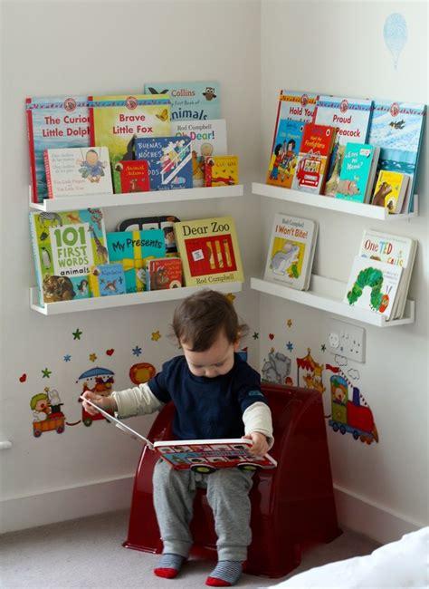 chambre montessori montessori aménagement d 39 un coin lecture dans une