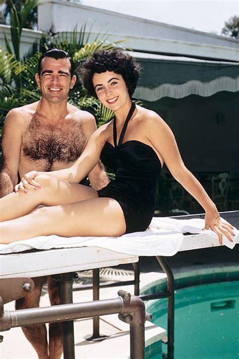beautiful vintage   elizabeth taylor  bathing