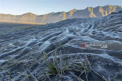 fenomena embun upas  gunung bromo mirip film frozen